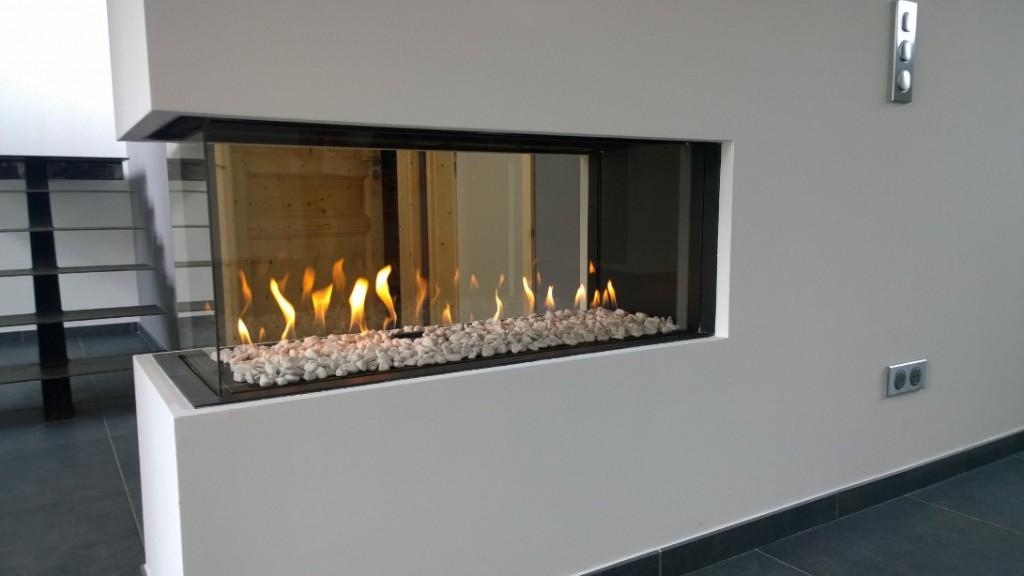 Plan Cheminée Foyer Fermé : Moderne gaz cheminée sur coffre avec foyer en