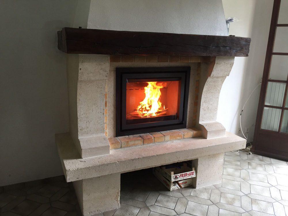 insert dans cheminée avec poutre